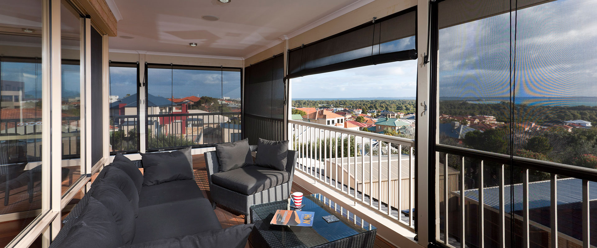 balcony-cafe-blinds-adelaide-outdoor-setting